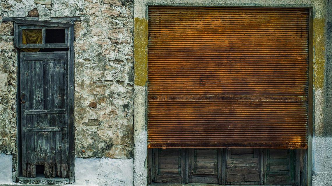 Pourquoi la maintenance des rideaux métalliques est importante ?